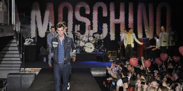 Milano Moda Uomo p/e 2012: Moschino
