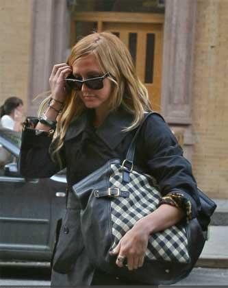 Ashley Simpson con una downtown in pelle