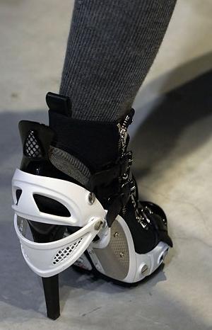 modello di scarpa Balenciaga presentato durante le sfilate parigine