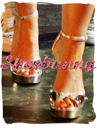 gucci_mirror_sandals_nelly_furtado.jpg
