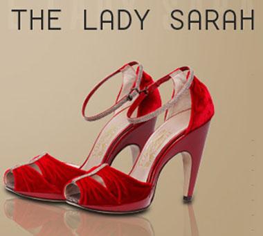 Le scarpe in velluto rosso create da Ferragamo per il personaggio Lady Sarah del film Australia