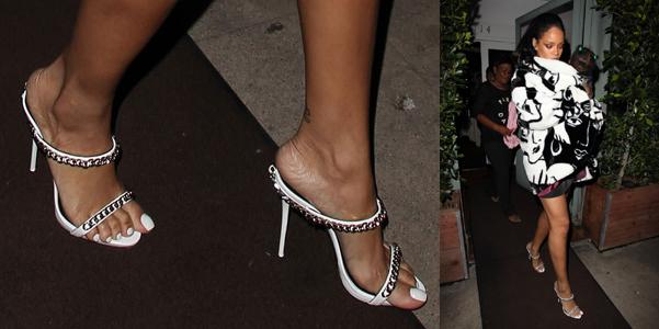 Rihanna indossa mules di Giuseppe Zanotti