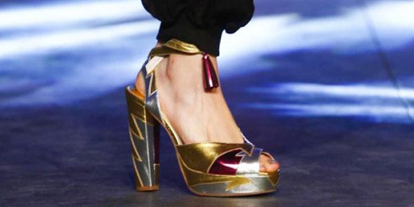 Sandali da Wonder Woman di Manish Arora