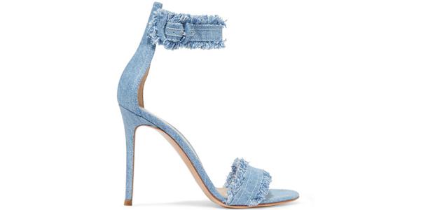 I sandali in denim di Gianvito Rossi