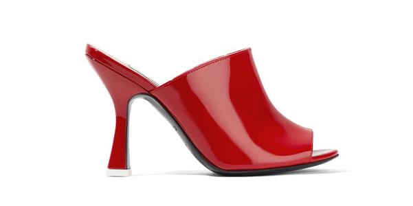 Mules Pamela in vernice rossa di Attico
