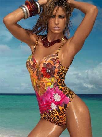 stando a ci che hanno proposto le passerelle sembra proprio che sulle nostre spiagge questestate la far da padrone il costume da bagno intero