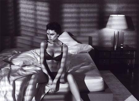Victoria Beckham protagonista della campagna Emporio Armani