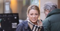 "Celebrity Style: Blake Lively indossa lo Snood, l'accessorio ""must have"" della collezione Burberry Prorsum A/I 2009"