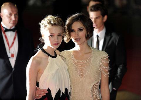 Keira Knightley Chanel pearl dress