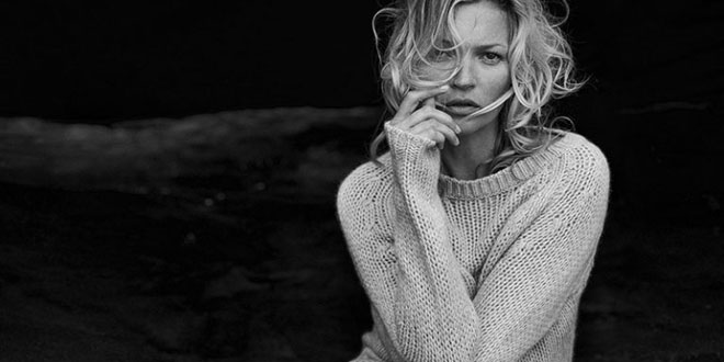 kate-moss-naked-cashmere