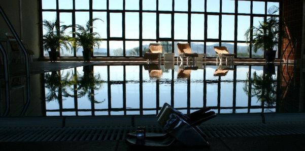 Panoramic swimming pool United Nude