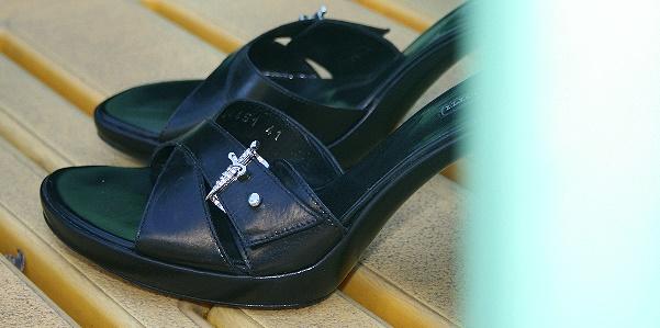 Sandalo nero di Cesare Paciotti