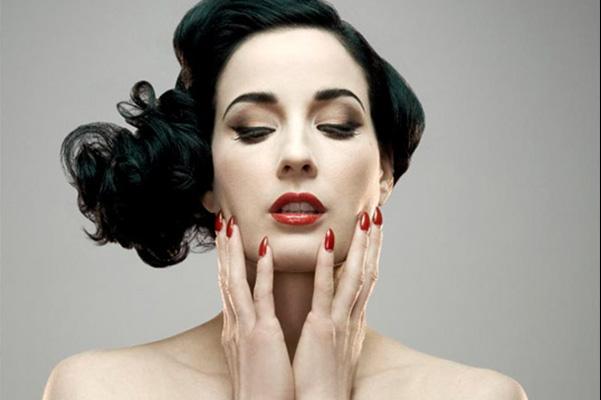 Dita-Von-Teese-almond-nails