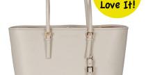 Essenziale nelle forme, ma capiente e sofisticata, la borsa più gettonata del momento è maxi perchè noi donne abbiamo la...