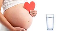 Acqua in gravidanza: quando la giusta idratazione diventa essenziale