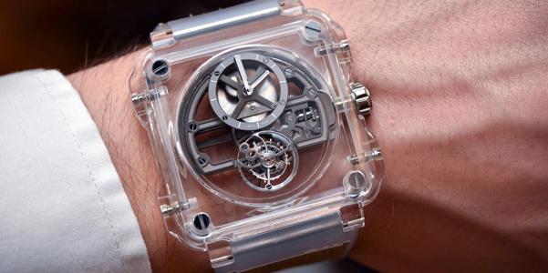 L'orologio di cristallo zaffiro di Bell and Ross