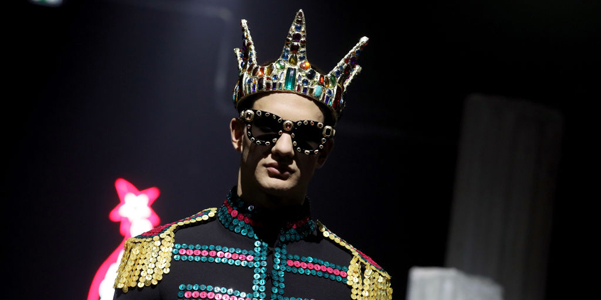 L'uomo Moschino ai 2019-2020 si ispira a Fellini