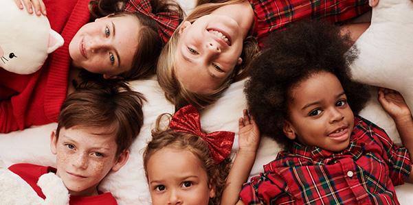 Il Natale di H&M è all'insegna del tartan