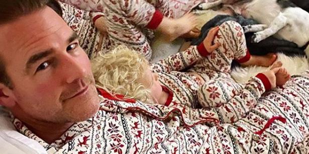 James Van Der Beek e i suoi bambini rispolverano il pigiama di Natale