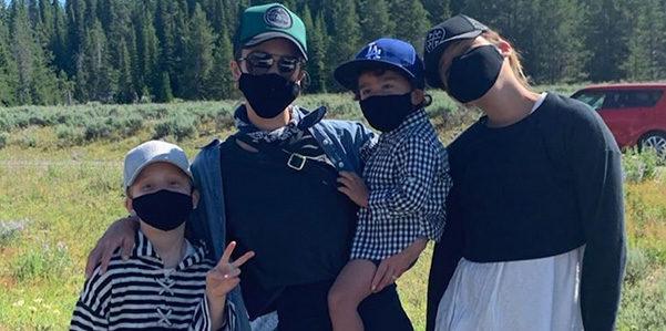 Honor, Havern e Hayes si proteggono con le mascherine di The Honest Company