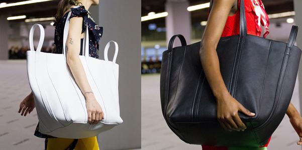 e1699a8361 Demna Gvasalia osa con le nuove borse di Balenciaga per l'autunno inverno  2017-18: i volumi crescono, si fanno enormi e contrastano con le minuscole  ...