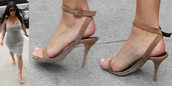 kim kardashian sandali antonia alexander wang