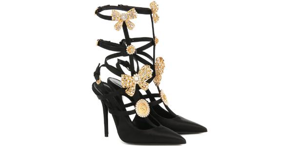Le slingabck con fiocchi d'oro di Versace