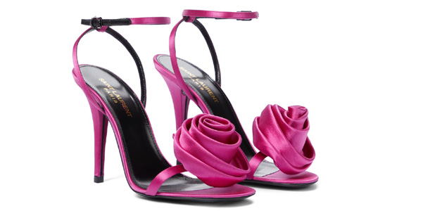 Sandali Ivy di Saint Laurent: le rose di raso rosa