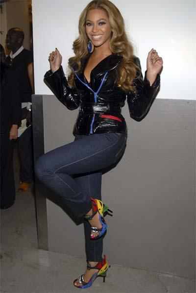 Beyoncè all'American Music Awards ha indossato Balenciaga Shoes