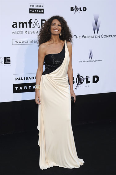 fc14357426b0 ... Elizabeth Hurley e Afef Jnifen hanno scelto di indossare abiti da sera Roberto  Cavalli. Afef Jnifen
