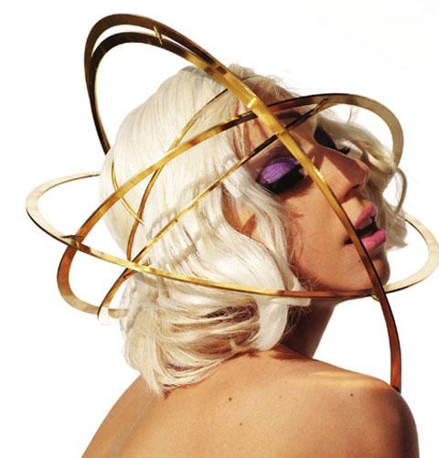 Lady GaGa hat. S è fatta notare spesso per le sue mise avventurose benché  griffatissime e per i suoi cappelli audaci e bizzarri ma l offerta di  copricapo ... 49778f18ad37