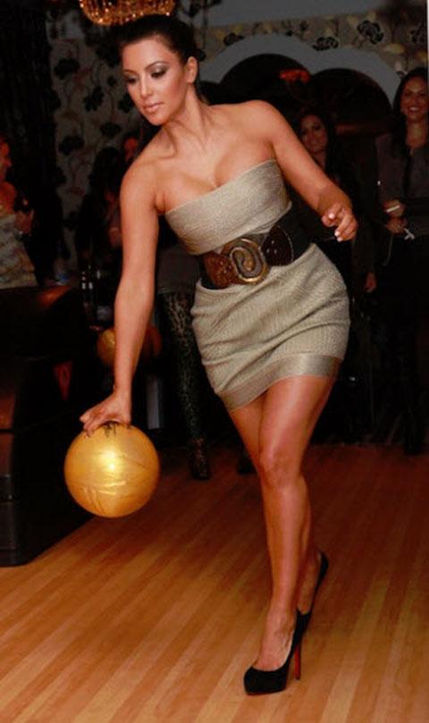 kim-kardashian-bowling-louboutins