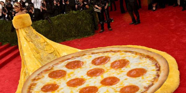abito pizza rihanna met gala 2015