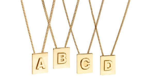 Celine Alphabet, i nuovi ciondoli con le lettere