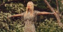 La superba Kate Moss torna in scena per Alexander McQueen